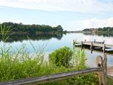 Fishing Pier and Boat Launch in Bayview Park on Bayou Texar in Pensacola, Florida in Early Morning Fotografie-Druck von  forestpath