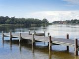 Fishing Pier and Boat Launch in Bayview Park on Bayou Texar in Pensacola, Florida in Blue Early Mor Fotografie-Druck von  forestpath