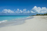 World famous white sand on Grace Bay beach, Providenciales, Turks and Caicos, Caribbean Stampa fotografica di Michael Runkel