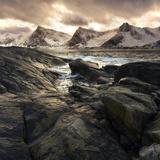 Lofoten, Norway. Last lights on the Norwegian fjord. Impressão fotográfica por  ClickAlps