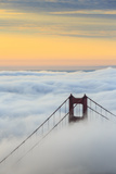 Golden Gate Bridge emerging from the morning fog at sunrise. San Francisco, Marin County, Californi Impressão fotográfica por  ClickAlps