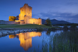 Ireland, County Kerry, Ring of Kerry, Killarney, Ross Castle, dusk Reproduction photographique par Walter Bibikw