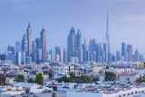 UAE, Dubai, Jumeira, skyscrapers along Sheikh Zayed Road, skyline from Jumeira, dusk Reproduction photographique par Walter Bibikw