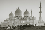 UAE, Abu Dhabi, Sheikh Zayed bin Sultan Mosque, exterior, dawn Reproduction photographique par Walter Bibikw