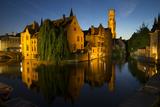 Evening reflections on Rozenhoedkaai, with Belfry (Belfort) Tower, UNESCO World Heritage Site, Brug Reproduction photographique par Peter Barritt