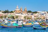 Traditional brightly painted fishing boats in the harbour at Marsaxlokk, Malta, Mediterranean, Euro Impressão fotográfica por Martin Child