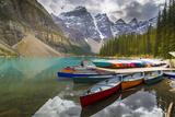 Tranquil setting of rowing boats on Moraine Lake, Banff National Park, UNESCO World Heritage Site,  Fotografisk trykk av Frank Fell