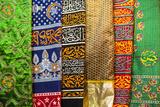 Colourful pashmina scarves, New Delhi, India, Asia Impressão fotográfica por Matthew Williams-Ellis