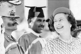 Queen Elizabeth Ii Laughing During Her Tour of India Foto von  Associated Newspapers