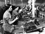 Manufacture of Sten Guns Foto von  Associated Newspapers