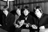 Rolling Stones Donate a Guitar Foto von  Associated Newspapers