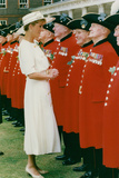 Princess Diana Meeting Pensioners at Royal Hospital Chelsea Foto von  Associated Newspapers