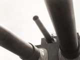 Low Angle View of Cannons on Battleship Foto