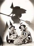 Two Women Celebrate a Bewitching Halloween Foto