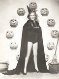 Woman in Witch Costume Surrounded by Carved Pumpkins Foto