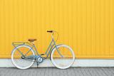 Retro Bicycle near Yellow Wall Outdoors Valokuvavedos tekijänä Africa Studio