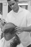 New U.S. Army draft recruit getting his hair cut by a barber, May 15 1967 Fotografisk tryk af Warren K. Leffler