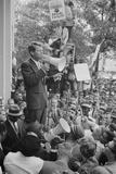 Attorney General Robert F Kennedy speaking to a crowd of Civil Rights protestors, 1963 Fotografisk tryk af Warren K. Leffler