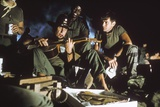 APOCALYPSE NOW, 1979 directed by FRANCIS FORD COPPOLA Robert Duvall and Martin Sheen (photo) Photo