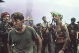 APOCALYPSE NOW, 1979 directed by FRANCIS FORD COPPOLA Dennis Hopper and Martin Sheen (photo) Photo