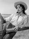 Giant, 1955 directed by GEORGE STEVENS Elizabeth Taylor (b/w photo) Photo