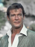 FOR YOUR EYES ONLY, 1981 directed by JOHN GLEN Roger Moore (photo) Photo