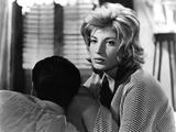 L'AVVENTURA, 1960 directed by MICHELANGELO ANTONIONI Gabriele Ferzetti / Monica Vitti (b/w photo) Valokuva