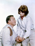 HATARI !, 1962 directed by HOWARD HAWKS John Wayne and Elsa Martinelli (photo) Foto