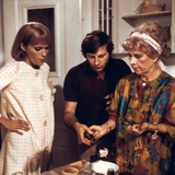 ROSEMARY'S BABY, 1968 directed by ROMAN POLANSKI On the set, Roman Polanski directs Mia Farrow and  Foto