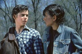 THE OUTSIDERS, 1982 directed by FRANCIS FORD COPPOLA Thomas C. Howell and Ralph macchio (photo) Foto