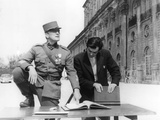 PATHS OF GLORY, 1957 directed by STANLEY KUBRICK On the set, Kirk Douglas (actor/producer) and Stan Valokuva
