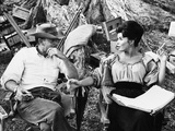 MAJOR DUNDEE, 1965 directed by SAM PECKINPAH On the set, Sam Peckinpah with Senta Berger (b/w photo Foto