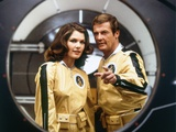 MOONRAKER, 1978 directed by LEWIS GILBERT Lois Chiles / Roger Moore (photo) Photo