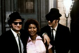 THE BLUES BROTHERS, 1980 directed by JOHN LANDIS Aretha Franklin between John Belushi and Dan Aykro Photo