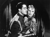 MATA HARI, 1932 directed by GEORGE FITZMAURICE Ramon Novarro / Greta Garbo (b/w photo) Foto