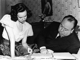 SHADOW OF A DOUBT, 1943 directed by ALFRED HITCHCOCK On the set,Alfred Hitchcock directs Teresa Wri Foto