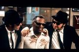 THE BLUES BROTHERS, 1980 directed by JOHN LANDIS Ray Charles between Dan Aykroyd and John Belushi ( Foto