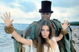 LIVE AND LET DIE, 1973 directed by GUY HAMILTON Geoffrey Holder and Jane Seymour (photo) Photo