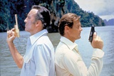 THE MAN WITH THE GOLDEN GUN, 1974 directed by GUY HAMILTON Christopher Lee / Roger Moore (photo) Photo