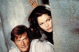 MOONRAKER, 1978 directed by LEWIS GILBERT Roger Moore / Lois Chiles (photo) Photo