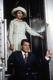 LIVE AND LET DIE, 1973 directed by GUY HAMILTON Jane Seymour and Roger Moore (photo) Photo