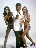 THE MAN WITH THE GOLDEN GUN, 1974 directed by GUY HAMILTON Maud Adams, Roger Moore and Britt Ekland Photo