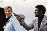 LIVE AND LET DIE, 1973 directed by GUY HAMILTON Roger Moore (photo) Photo