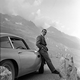 Goldfinger by Guy Hamilton with Sean Connery (James Bond 007), 1964 (b/w photo) Photographie