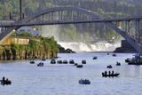 USA, Oregon, Portland. Salmon fishing on Willamette River. Premium fotoprint van Jaynes Gallery