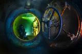 A diver explores the USS Kittiwake wreck sunk as an artificial reef. Fotografie-Druck von David Doubilet