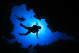 Scuba Diving in Cave Fotografie-Druck von Rich Carey
