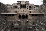 The Giant Step Well of Abhaneri in Rajasthan State in India Fotografisk trykk av  OSTILL