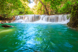 Huai Mae Khamin Waterfall Fotografie-Druck von Tee Theerapol