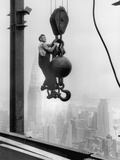 Construction Worker at Empire State Building Fotografie-Druck